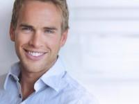 Eine Augenlidkorrektur kann dem Gesicht einen deutlich frischeren Ausdruck verleihen.