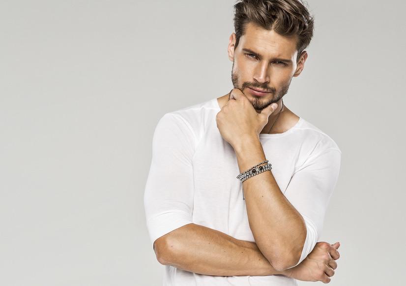 Männer interessieren sich für Nasenkorrektur und Augenlidkorrektur in Stuttgart